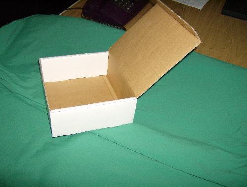 cutie cu capac basculant