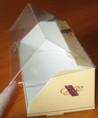 Cutie din carton cu capac transparent
