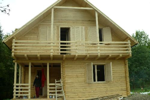 Case vacanta din lemn masiv