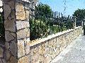 Gard placat cu piatra neregulata