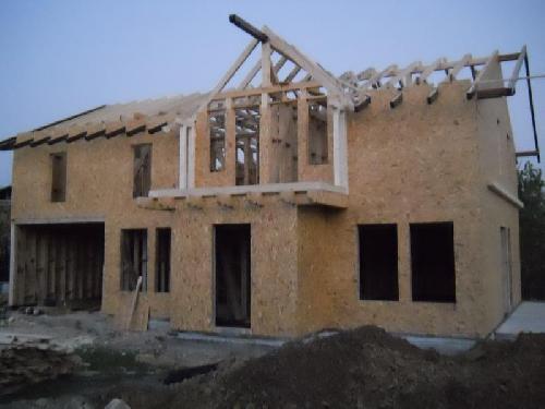 Case de locuit pe structura