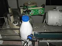 Aplicator automat de etichete autocolante din rola