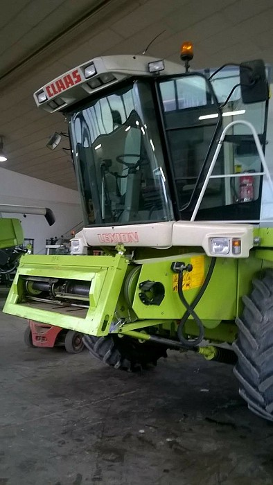 Combina agricola second hand Claas Lexion 440