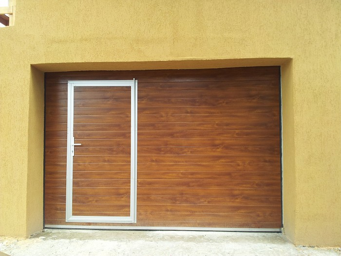 Usi de garaj sectionale rezidentiale