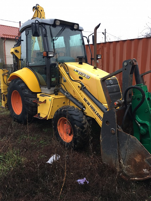 Inchirieri buldoexcavator New Holland