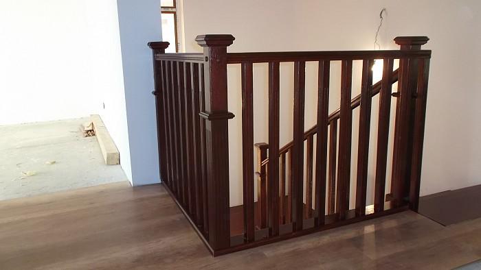 Balustrade interior din lemn masiv