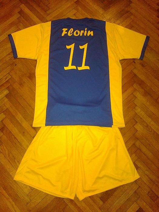 Echipament fotbal galben cu albastru