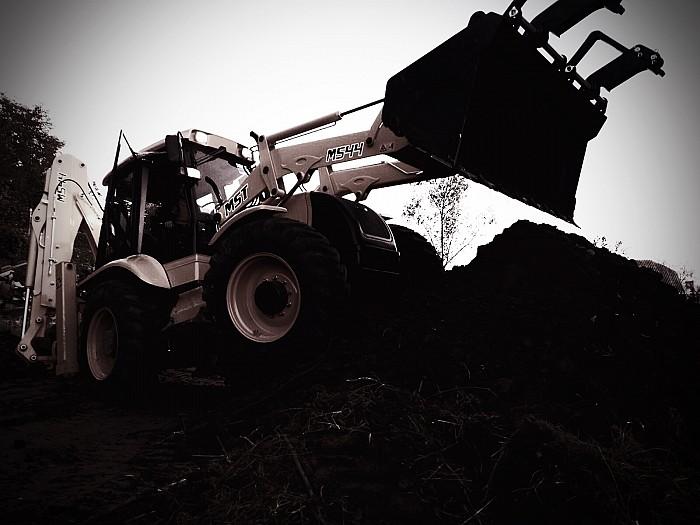 Inchirieri buldoexcavator MST