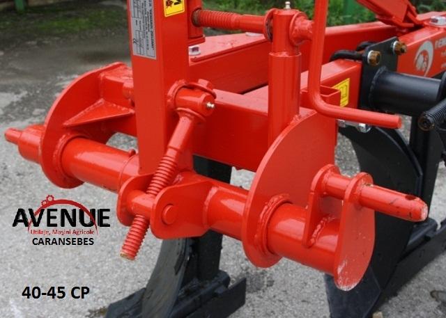 Plug reglabil, cu 2 brazdare, pentru tractor 40-45 CP.