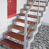 scari pe structura metalica