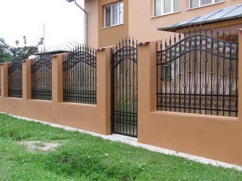 Porti si garduri 20 oferte de la 13 firme for Modele de garduri pentru case