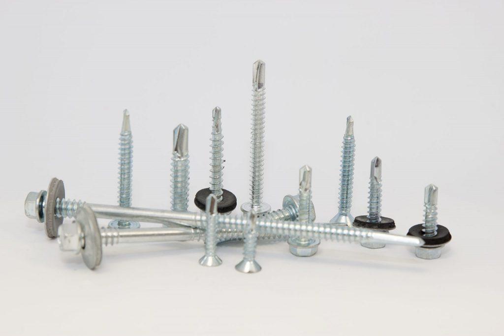 Suruburi autoforante cu garnitura EPDM pentru tabla sau panouri
